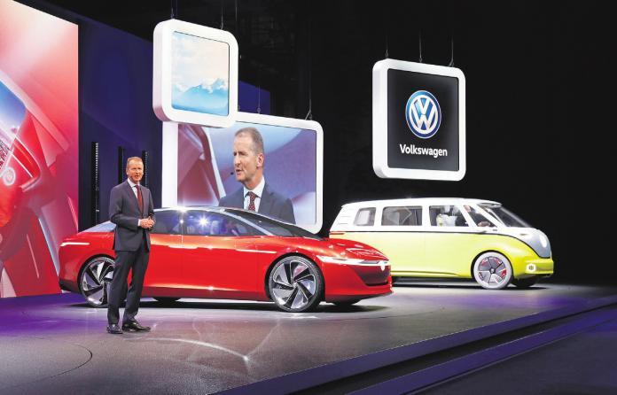Beim Automobilsalon in Genf präsentierte VW-Markenvorstand Herbert Diess die Studie I.D. VIZZION. Foto: Volkswagen