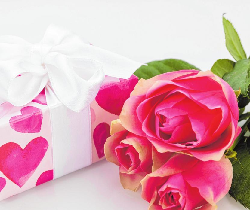 Was wünscht sich das Brautpaar? Darüber machen sich Hochzeitsgäste viele Gedanken. BILD: JUNIART/STOCK.ADOBE.COM