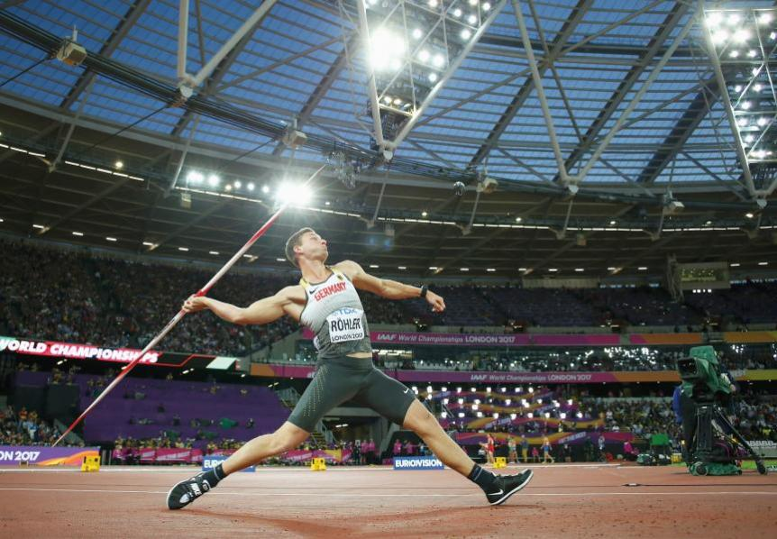 Javelin thrower Thomas Röhler reaches distances of over 90 metres. This is how he secured the Gold medal at the Olympic Games in Rio de Janeiro. As he throws, his left foot is exposed to a load of around a tonne.