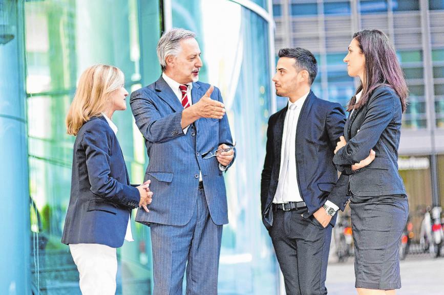 Die Vorteile einer Unternehmensnachfolge: Das Unternehmen ist bereits am Markt etabliert, die Mitarbeiter bilden ein eingespieltes Team, es gibt einen langjährig entwickelten Kundenstamm. Foto: djd/KfW Bankengruppe/thx