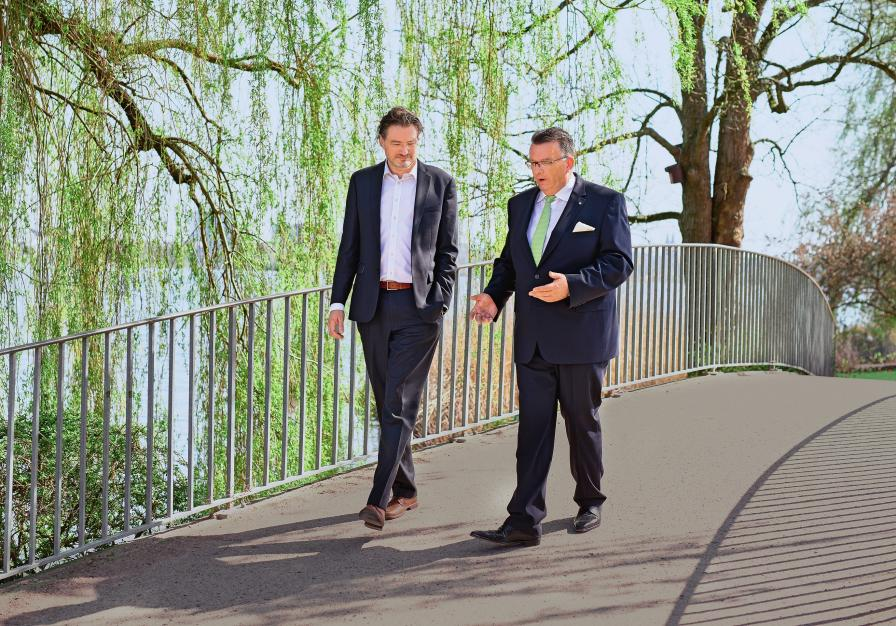 On a walk along the Alster in Hamburg, Ralf Faust and Christian Kille discussed the factors influencing logistics.