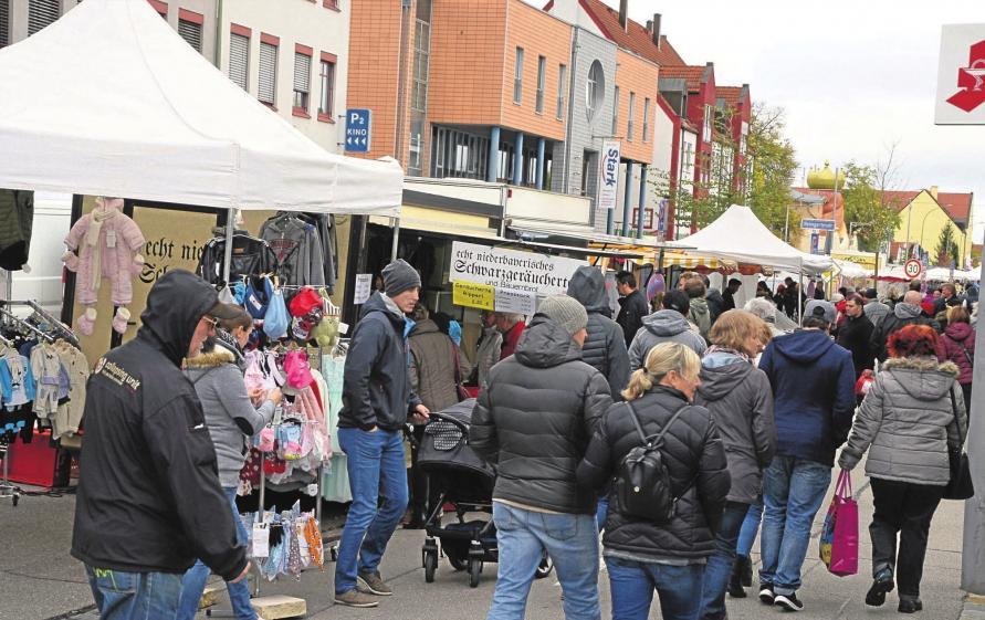 Bummeln – Kaufen – Genießen: Der Königsmarkt präsentiert sich mit all' seinen erdenklichen Waren. als Eldorado für Marktgänger und Flohmarktbesucher, Fotos: Stadt Königsbrunn