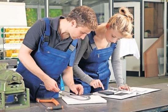 Für Azubis zum/zur Schneidwerkzeugmechaniker/-in sind die Übernahmeaussichten gut. Foto: AdobeStock