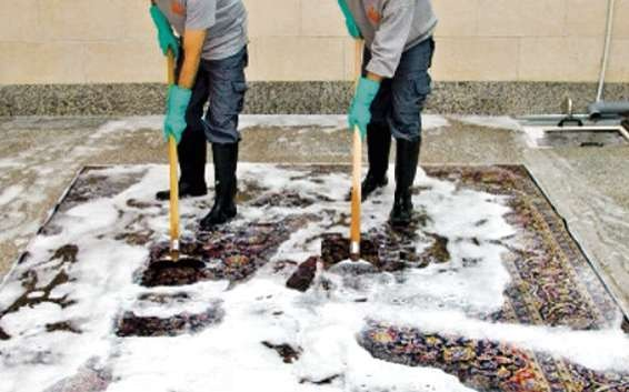 Die Teppichexperten raten zu einer regelmäßigen Wäsche und Imprägnierung des Teppichs. FOTO: HFR