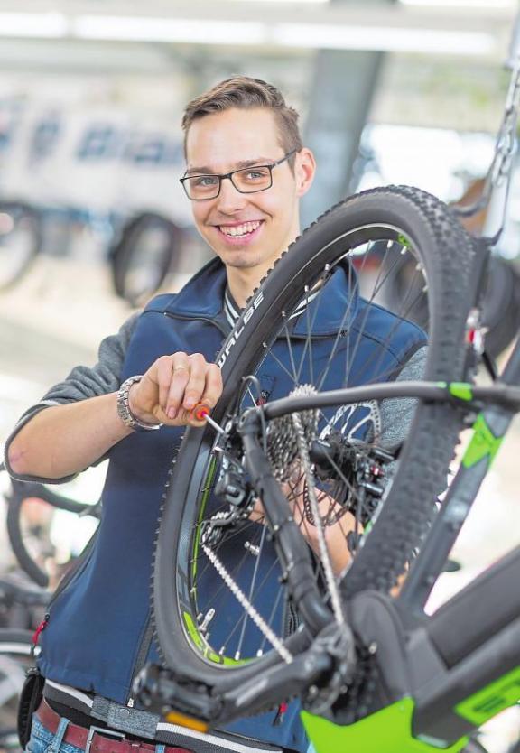 Sebastian Kemner hat sein Hobby zum Beruf gemacht. Der Mountainbike-Fahrer macht eine Ausbildung zum Zweiradmechatroniker.