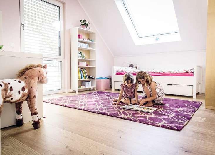 Smart Home ist auch, wenn zum Beispiel die Rollläden im Kinderzimmer automatisch herunterfahren, sobald es Schlafenszeit für den Nachwuchs ist Foto: djd/Bauherren-Schutzbund