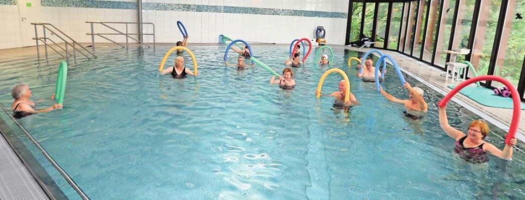 Sport im Wasser: Die Wolfsburger Hallenbäder haben zahlreiche Kurse im Angebot – etwa Aquafitness, Aquajogging und Wassergymnastik. BRITTA SCHULZE (ARCHIV)