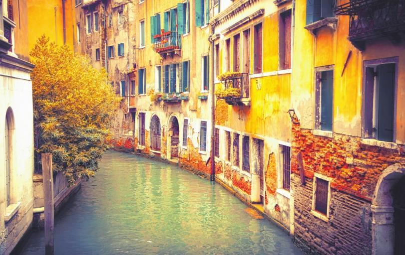 Der Herbst taucht Venedigs Kanäle in ein romantisches Licht – ein Fest für Hobbyfotografen ISTOCK/SBORISOV