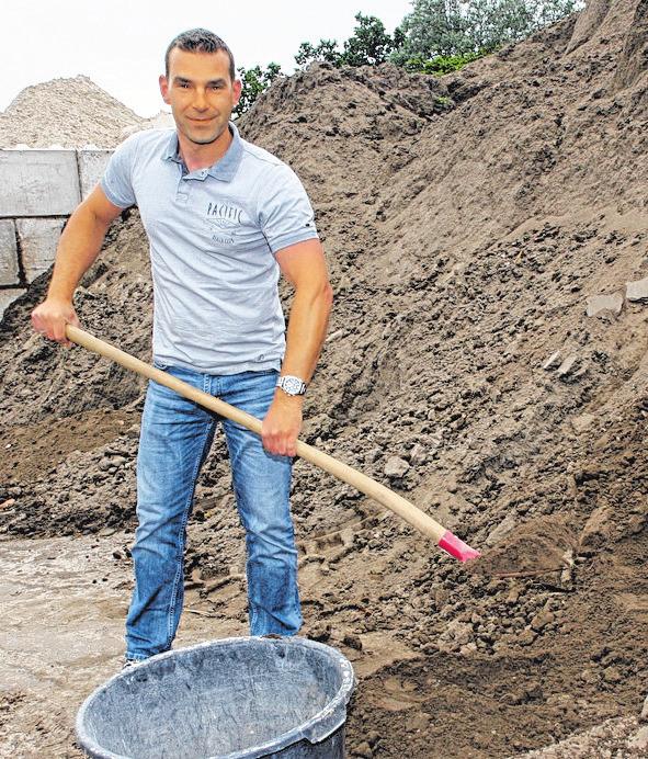 Pflanzerde in kleinen Mengen bietet André Grube für Privatkunden an. FOTO: AHÖ