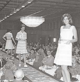 Seit jeher bietet das Maritim Hotel Bellevue Kiel den perfekten Rahmen für Galas und Feste, hier zum Beispiel 1974 bei einer Modenschau.FOTO: HFR