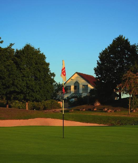 Jura Golf Park mit seinen 45 Golfbahnen Image 3