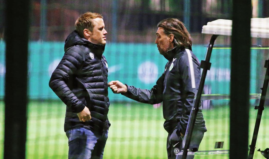 Der Sportdirektor wünscht sich mehr Konstanz: Olaf Rebbe (l.) mit VfL-Trainer Martin Schmidt.