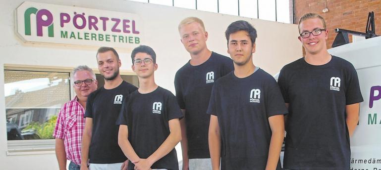 Die Auszubildenden im Malerbetrieb von Martin Pörtzel (links) sind hochmotiviert.