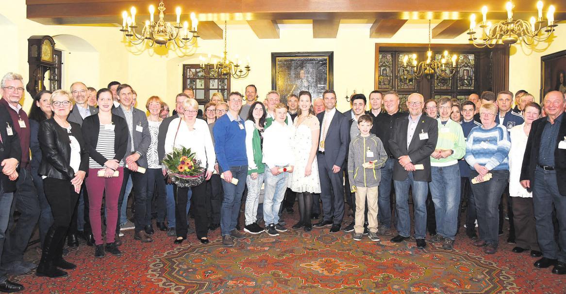 Alle geehrten Sportler sowie Gäste im Ratsherrensaal des Alten Ratshaus.