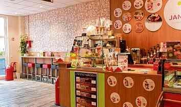 Die leckeren Eisspezialitäten in Janny's Eiscafé erfreuen sich großer Beliebtheit bei Jung und Alt. FOTOS: CHRISTINE LAUFER