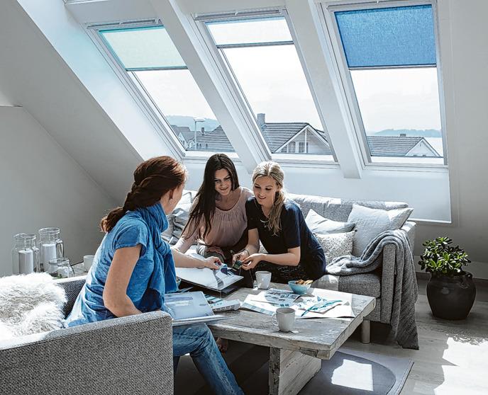 Es gibt Vorschriften, wie viel natürliches Licht scheinen muss. Die Bauherren können selbst entscheiden, auf wie viele Fenster sie die geforderte Glasfläche aufteilen. Foto: Velux