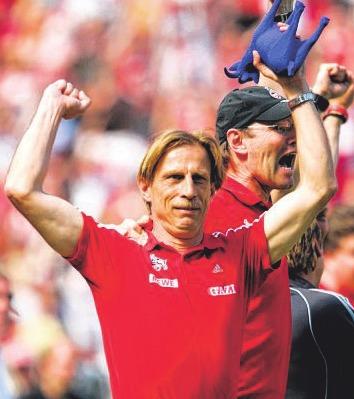 Christoph Daum mit Co-Trainer Roland Koch Foto: dpa