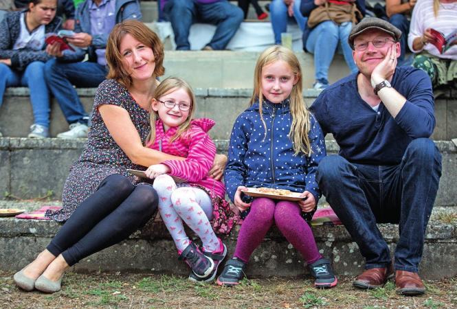 Familie Richardt mit ihren Töchtern Ida (6 Jahre) und Lilli (9 Jahre)