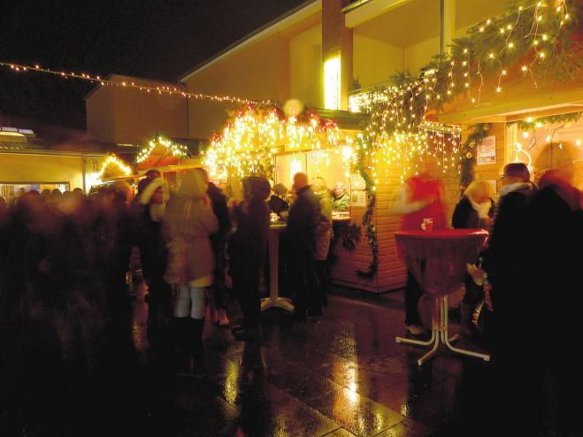 Vor allem am Abend ist die Plaza mit ihrer festlichen Beleuchtung ein beliebter Treffpunkt.