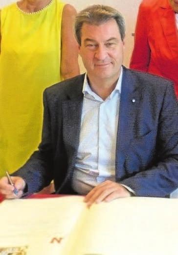 In den stattlichen Politikeraufmarsch auf dem Michaeli-Markt reiht sich auch Bayerns Ministerpräsident Markus Söder. Foto: jkw/Archiv
