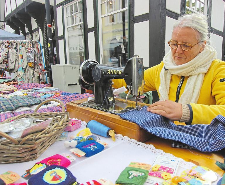 Kreative werden sich am Sonntag ebenfalls unter die Aussteller mischen und ihr Handwerk präsentieren. Foto: Michael Baar
