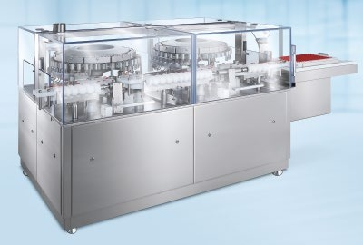 Abb. 2: Am Ende der Linie reinigt die Bosch RAN Reinigungsmaschine die befüllten Vials, damit keine hochaktiven Substanzen an der Außenseite des Glases haften bleiben.