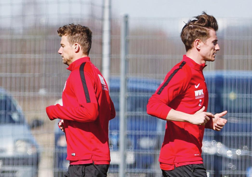 Getrennte Wege: Paul Verhaegh (r.) wechselte zum VfL, der Ex-VfLer Daniel Baier wurde Kapitän.