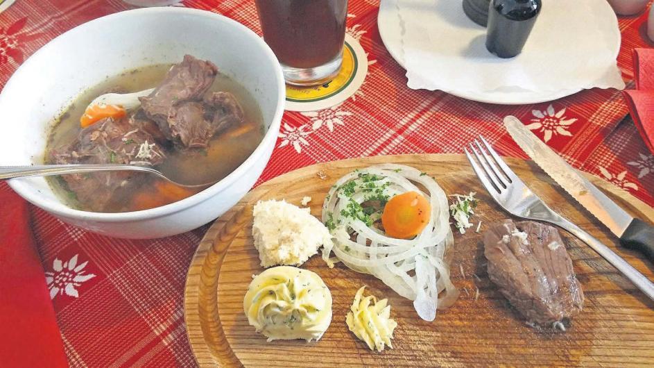 Immer wieder gern gegessen wird das Kronfleisch, das im nördlichen Fichtelgebirge in den Gaststätten zubereitet wird. Foto: Peter Weiner
