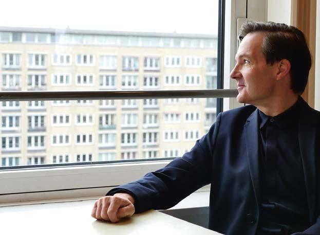 """Der Architekturkritiker Claas Gefroi schreibt für Zeitschriften und das Jahrbuch """"Architektur in Hamburg"""" (s. u.)"""
