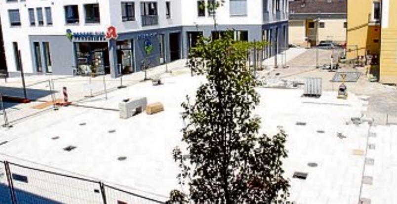 Neue Mitte 2013: Mit der Schaffung eines zentralen Stadtplatzes sollte ein neuer Schwerpunkt gesetzt werden. Fotos: Sonja Schönthier/Archiv