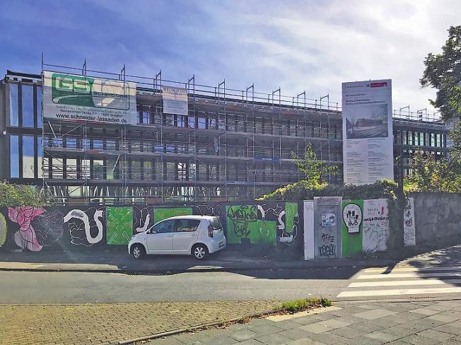 Die Arbeiten am Eifelwall haben im Frühjahr 2016 begonnen. Im Jahr 2020 soll das Gebäude fertig sein. Bild: Büge