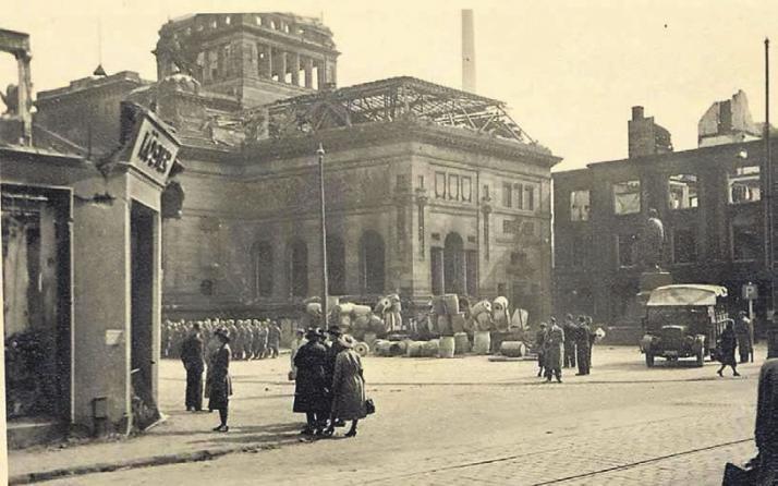 WZ-Leser Lutz Segerath stellte uns dieses Foto der Barmer Ruhmeshalle nach dem Luftangriff 1943 zur Verfügung.