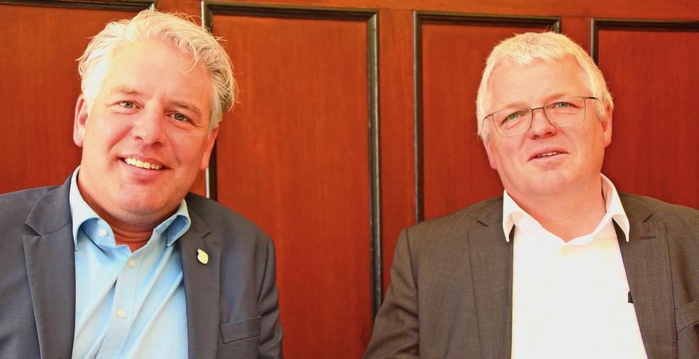 Die Bürgermeister Willi Heider (Kürten, rechts) und Robert Lennerts (Odenthal). Foto: Klinkhammels