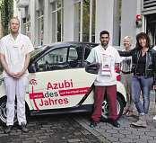 """Gemeinsame Freude über die Wahl von Cem Taser (2. v.l.) zum """"Azubi des Jahres 2015"""""""