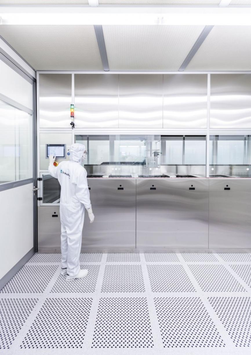 Anlagentechnik am Fraunhofer IPA zur reinheitsgerechten Qualitätssteigerung unter ISO 1-Reinraumbedingungen. © Fraunhofer IPA