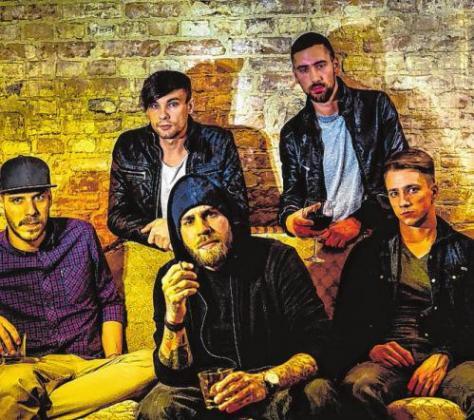 Rock, Pop und Bühnenpräsenz: Die Band Engst mixt deutsche Texte mit eingängigen Rhythmen. Am Freitag sorgen sie für Schwung. Foto: Agentur