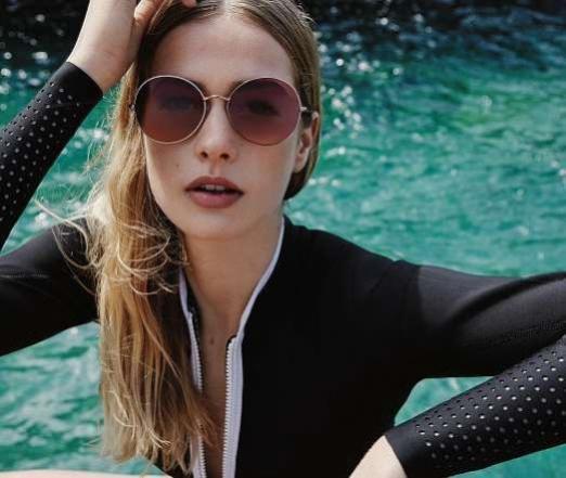 Eine optimal sitzende Sonnenbrille minimiert den Lichteinfall von oben und den Seiten. FOTO: FIELMANN