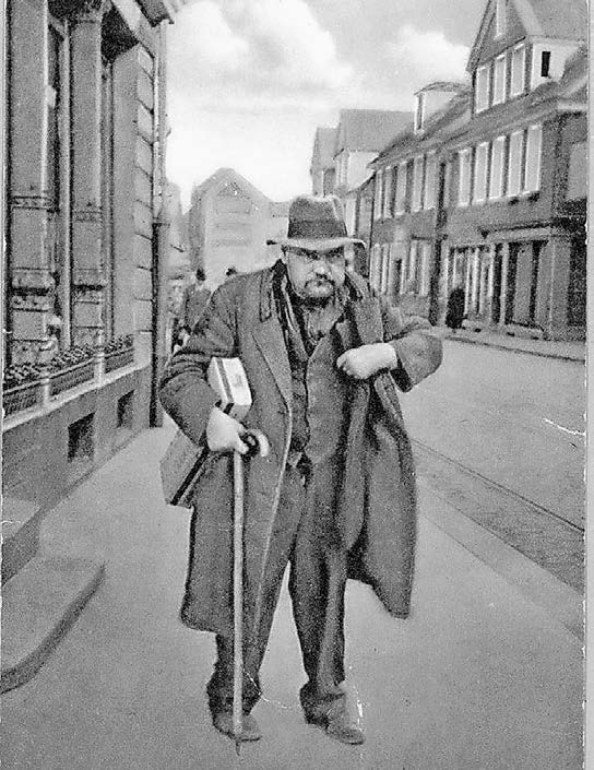 So erlebte Walter Caska noch Husch-Husch: Mit der Margerine-Kiste unter dem Arm.Foto: Fotomontage von J. Frisch aus dem Stadtarchiv