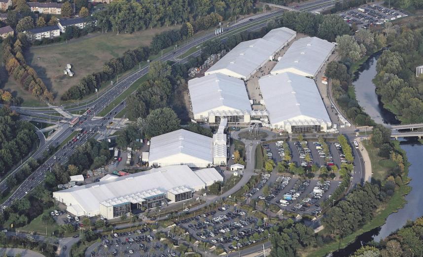 Die Besucher erwartet auf dem riesigen Gelände im Allerpark ein enormes Angebot an technischen Neuheiten der Automobilzulieferindustrie. Wolfsburg AG