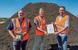 Kompost mit Gütezeichen beim Steigraer Recyclinghof Usum