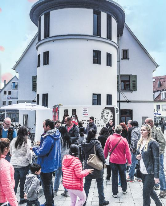 50 örtliche Einzelhändler, Dienstleister und Handwerksbetriebe präsentieren sich beim Gewerbetag Langenauer Frühling mit verkaufsoffenem Sonntag am 5. Mai.