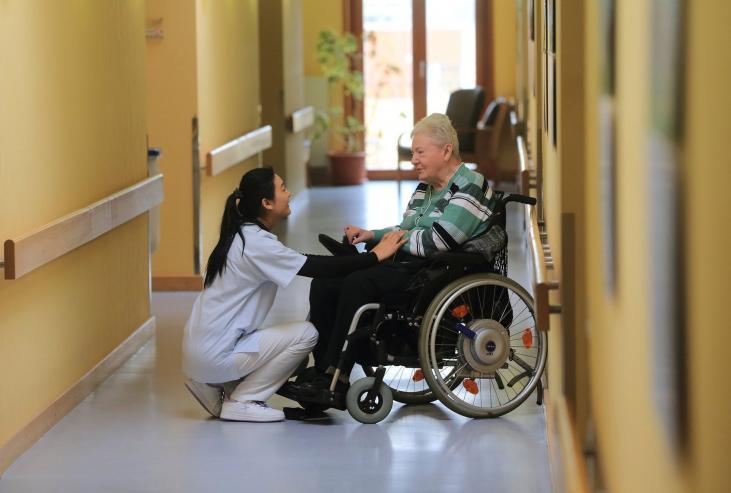Mehr Geld für Pflegekräftegefordert