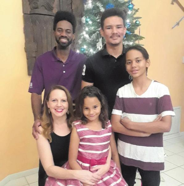 Deutsche und Haitianische Weihnachtslieder beim Backen