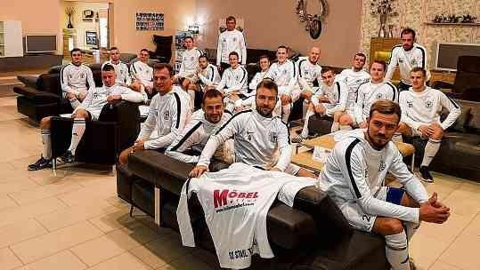 Neue Hoodies für die Fußballer vom SV Stahl Thale