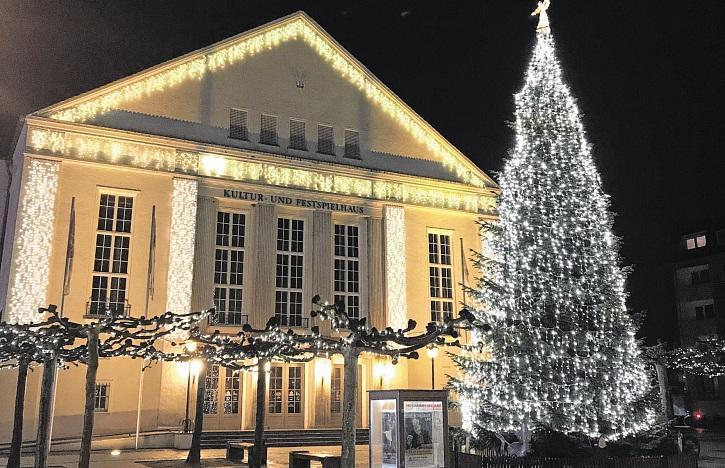 Bands Village Boys, The Gottis und No Limit auf dem Wittenberger Weihnachtsmarkt