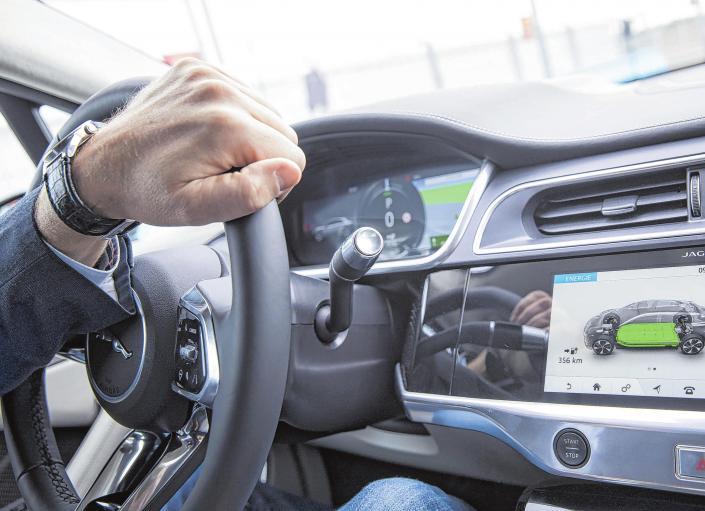 Das dienstliche E-Auto privat nutzen und Steuern sparen