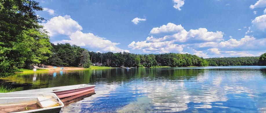Blaues Wasser, grüne Wälder, gute Laune