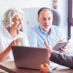 Im Alter: Diese Versicherungen brauchen Sie