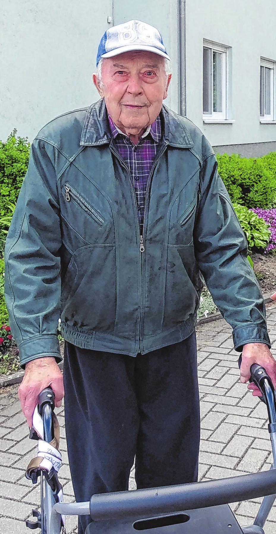 Heinz Kaulfers beim Spaziergang in Müllrose