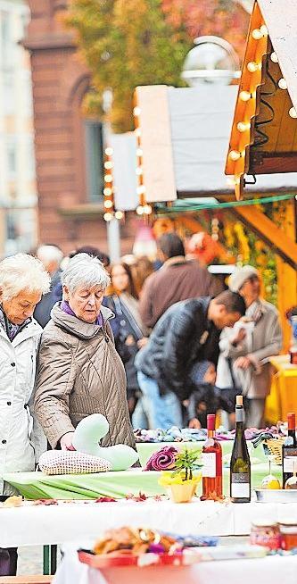 Handgefertigte Schnäppchen gibt es beim Herbstmarkt der Frauen. FOTO: B. BERTRAM/FREI